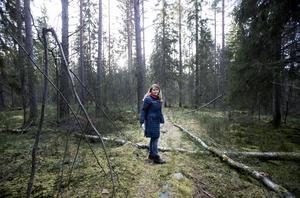 Skogsägandet är långsiktigt för Maya Olsson, ett träd ska växa i 80 år innan det kan avverkas.
