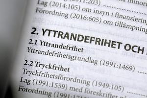 Yttrandefrihetsgrundlagen och Tryckfrihetsförorning är två av grundbultarna för den svenska demokratin. En del personer i Nynäshamn skulle behöva sätta sig in i vad dessa grundlagar innebär, anser insändarskribenten.