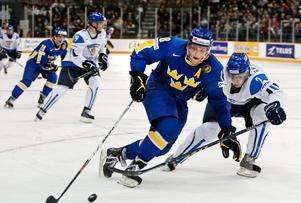 Ari Gröndahl är klar för Örebro. Här syns han i bild tillsammans med ingen mindre än sin blivande lagkamrat, Joakim Andersson, i en JVM-match 2008. Arkivbild: Bildbyrån