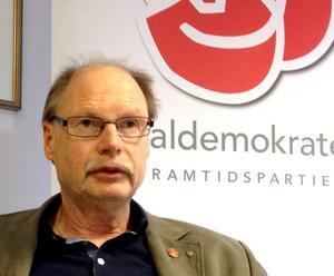 När den mycket höga andelen försörjningsstödsmottagare i Borlänge debatterades ansåg Kenneth Persson (S) att dagens regler är tuffa nog.