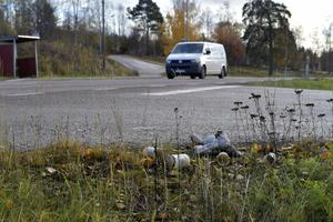 På platsen i Orsa där olyckan inträffade finns fortfarande spår av de ljus som tändes till minne av Elsa.