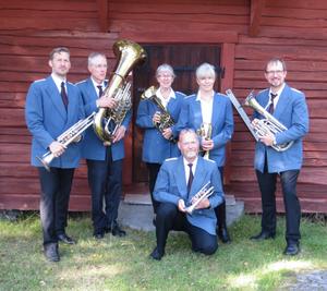 Gustavsbergs Mässingssextett spelade på hembygdsgården i Nynäshamn. Foto: Lena Håkansson