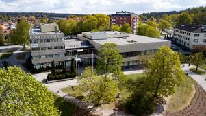 Inte så fult egentligen, tycker insändarskribenten om Köpings Folkets hus.