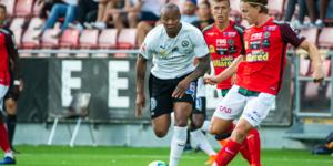 Carlos Strandberg under matchen mot ÖSK. Foto: Johan Bernström/BILDBYRÅN