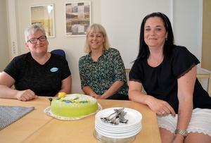 Annica Jokela, Maria Laggar Berglund och Johanna Hedvall Olsson i hemtjänstgruppen i Forssa trivs bättre på jobbet nu.