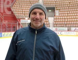 Toby O'brien har jobbat som scout i flera NHL-klubbar. Senaste veckan har han hjälpt Timrå med specialträning.