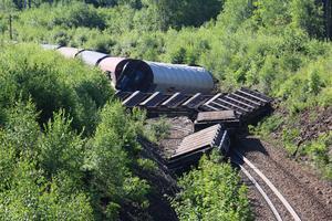 Ett godståg har spårat ur mellan Hallsberg och Skymossen.