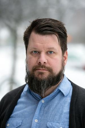 Rikard Rudolfsson, ordförande för Vänsterpartiet i Borlänge, vill inte uttala sig om enskilda medlemmars konflikter med Leif Lindström, kommunalråd för partiet.