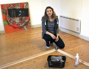 Ana Bondžićs ställer ut sin första större utställning på Stenhuset i Surahammar.