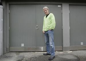 Björn Borg vid den berömda garageporten där allt började.