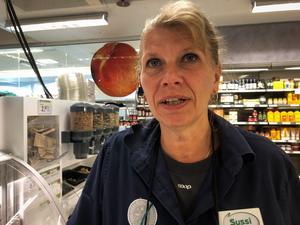 Det finns alltid folk som luras, enligt Susanne Othberg. Därför kollar personalen vid kassan hur många ingredienser kunderna har tagit.