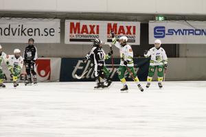 Johanna Pettersson har precis pangat in 2–0 till Skutskär.