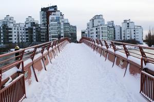Bron mellan hamnen och Lillåudden.