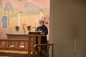 Prästen Carola Sjölind Westin öppnade kvällen.