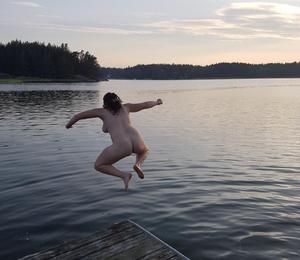 Tjoho, äntligen sommar och alla barn har somnat skriver fotografen Sara Fredholm