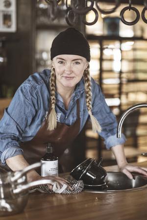 Lena Flaten blir årets företagare i Åre kommun och dessutom utnämns hon till ambassadör för Eldrimner, nationellt centrum för mathantverk. Foto: Tina Stafrén