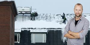Arbetarbladets krönikör Ola Liljedahl tycker det är otäckt med de modiga snöskottarna på taken.