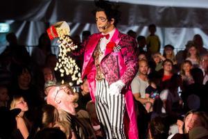 Den argentinske clownen Emiliano bjöd på skratt och popcorn.