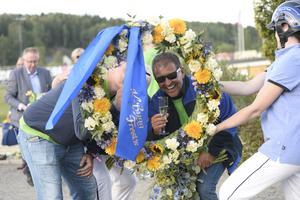 Kretsen kring Ringostarr Treb firade glatt i vinnarcirkeln.
