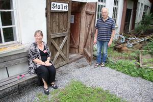 Eva och Carl-Eric Persson har gjort i ordning stallet till ett så kallat Gubbdagis. Där finns allt från verktyg till sportutrustning.