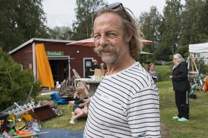 Mats Sonnesjö var på plats för att inspirera barnen att skapa konst av skrot.