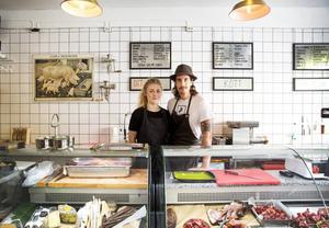Drygt tre år efter Lilla Saluhallens öppning flyttar Hedda Perström och Kristoffer Andersson verksamheten till den tidigare JC-lokalen.