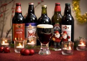 Ölfantasterna lär inte bli besvikna i jul. Drygt 40 olika julöl finns det att välja på i Systemets sortiment. De många egensinniga varianterna gör det dessutom extra spännande att botanisera bland flaskorna.