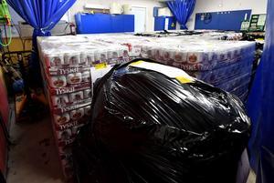 Idre 170330Jättebeslaget av öl, sprit och cigaretter fyller tullens garage i Idre.Foto Nisse Schmidt