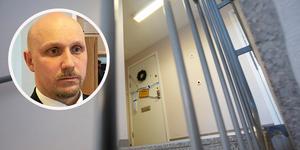 Åklagare Arek Nowak vill fortfarande inte berätta vad brottet rubriceras som.