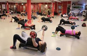 När tidningen var på plats under Friskis & Svettis gemensamma lunchträning var det många fler kvinnor på plats än män.