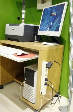 Datorer är ännu inte energiklassmärkta, men med en grenkontakt drar apparaterna i alla fall ingen el när de inte används.