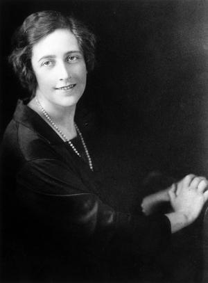 Agatha Christie vid 35 års ålder, ett år före Försvinnandet.