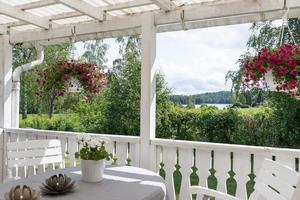 Sjöutsikt från altan. Foto: Svensk Fastighetsförmedling Fagersta