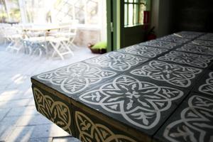 Det marockanska bordet är ännu ett av Ernst skapelser.