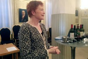 Karin Bergenfur delade med sig av sina vinkunskaper till Härjedalsföreningens medlemmar. Foto: Ulf Persson.