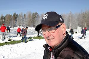 Torsten Persson, supporter som hoppas hallen ska gå att börja använda snarast möjligt.