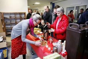 FIKADAGS. Alla gäster vid Arbetarbladets öppna hus fick fika med lussekatter och pepparkakor.