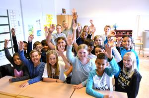 Hand upp. Fjärdeklassarna på Brännaskolan i Härnösand ser fram emot att kunna delta i nyhetsquizet som startar på Allehanda.se.