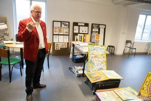 Håkan Sterner i Arkivcentrum i Arboga, där han på lördag kommer att köra sin föreställning.