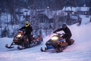 Nya och gamla snöskotrar fyllde Solbergsbacken under lördagens hillclimb.