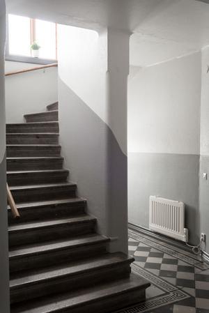Foto: Utsikten. Originalskick i trapphuset i villan på Sturegatan.