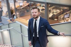 Alexander Rosenberg är, tillsammans med Realistpartiets Joakim Granberg, de enda toppkandidaterna som är öppna för att samarbeta med Sverigedemokraterna. S, V, L, C, KD och MP vill inte ge SD inflytande.