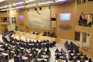 På torsdag i nästa vecka ska riksdagen enligt planen rösta om Stefan Löfven ska bilda regering eller inte.