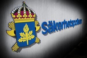 Om Säpo anser att de är en risk för landets säkerhet så ska de ut ur Sverige, anser skribenten.
