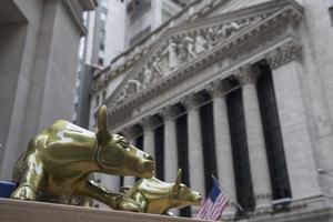 Finanskrisen visade att olika spelregler gällde för den ekonomiska eliten och vanliga människor. Bild: TT
