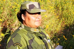 Solange, som är hemvärnssoldat fick efter skogsbränderna en utmärkelse för sina insatser. Krishantering är en stor del av hennes kompetens.