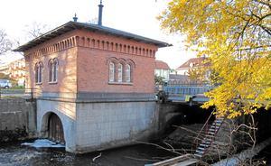 Turbinhuset byggdes av Västerås stad 1891. Det byggdes för att kunna erbjuda det dåvarande Arboga-bolaget, som senare blev Asea, elkraft för industrins drift och var en av faktorerna som drog bolaget till Västerås. Foto: Yngve Fredriksson
