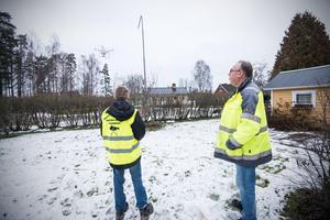 Drönaren som Alexander Koivisto och Torbjörn Wåhlin flyger har en räckvidd på tre kilometer. På Torbjörns tomt finns en liten landningsbana.