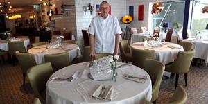 Kökschefen Johan Kindberg i det nya Brasseriet på Hotell Hallstaberget.