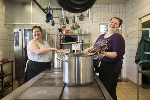 Malin Mähler och Nicole Reimer driver restaurang Mälkis som ligger i samma byggnad som hotellet. De lagar i största mån mat av både närodlad och ekologiska råvaror.